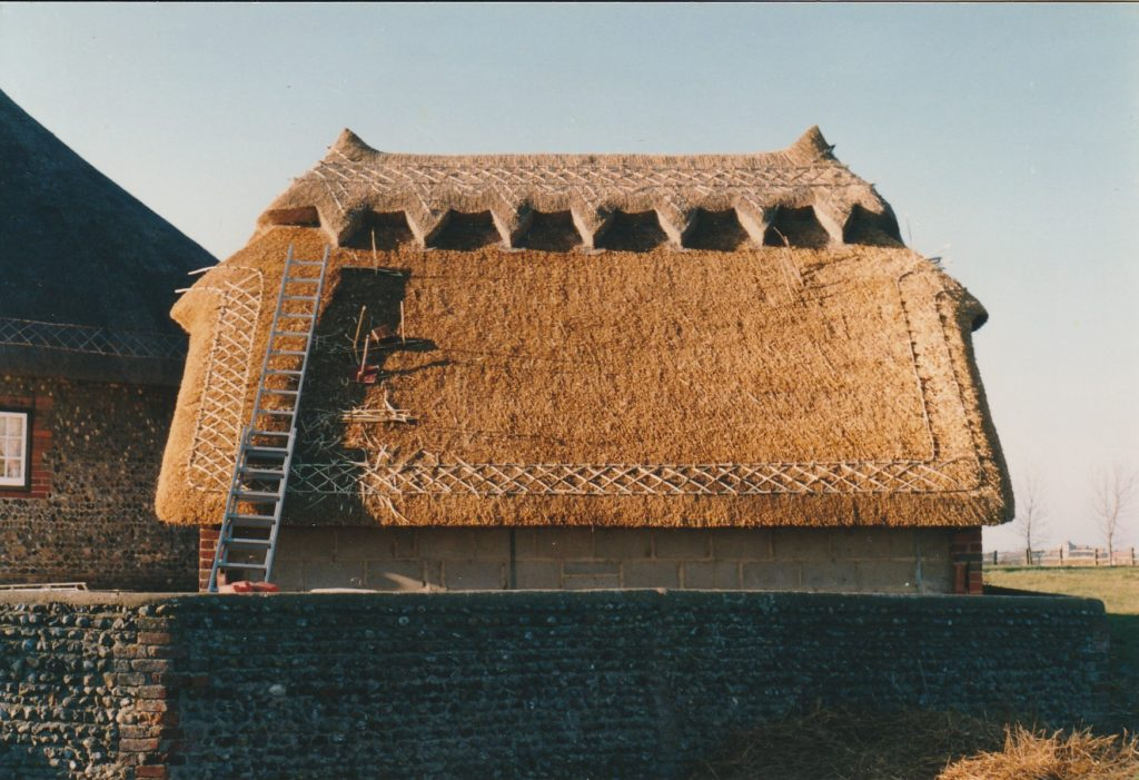 Combed wheat reed roof and ridge with a decorative spar pattern